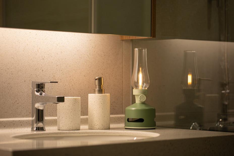 led-lantern-speaker-house-garden-lifestyle