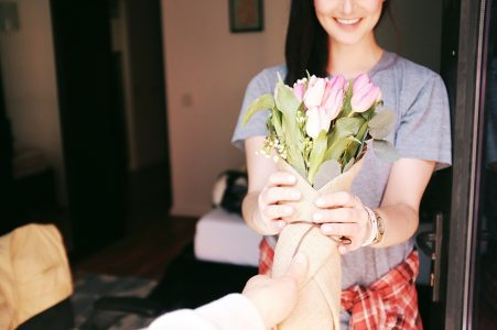 bouquet-flowers-gift-gesture